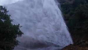 Şemdinli Belediyesi su arızasını giderdi