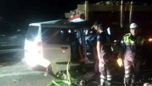 Traktöre çarpan hafif ticari aracın sürücüsü öldü