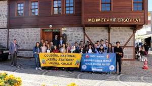 Romanyalı öğrenciler, Mehmet Akifin evini gezdi