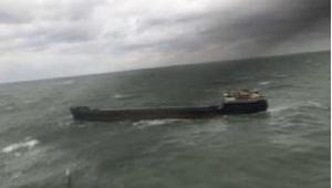 Bartın açığında sürüklenen gemideki mürettebat, helikopterle kurtarıldı (2)
