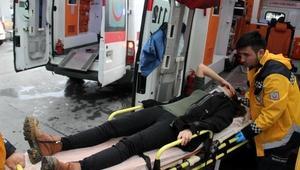 Virajı alamayan taksi, şarampole yuvarlandı: 3 yaralı