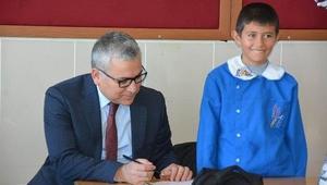 Vali Şimşek köy okullarını ziyaret etti
