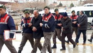 Kaçak kazı yaparken yakalanınca, jandarmaya rüşvet teklif ettiler