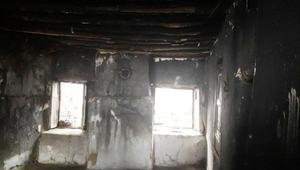 Küçük Mustafa, evde tek başınayken çıkan yangından kaçarak kurtuldu