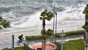 İzmirde tüm vapur seferleri iptal