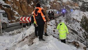 Kamyonet 250 metrelik uçuruma yuvarlandı: 1 yaralı