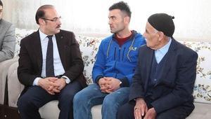 Vali Yurtnaç, Afrinde yaralanan askerleri ziyaret etti