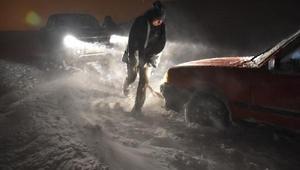 Karsta kar ve tipi yolları kapadı