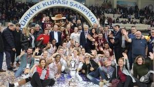 Şampiyon Yakın Doğu Üniversitesi (PTT Kadınlar Türkiye Kupası)