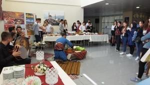 Burhaniyede üniversite öğrencileri Turizm Şenliği düzenledi