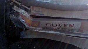 Otomobil, TIRa çarptı: 2 ölü, 1 yaralı