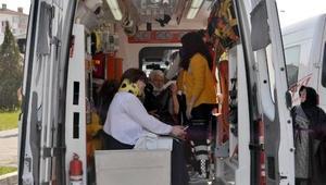 Ünyede midibüs ile minibüs çarpıştı: 13 yaralı