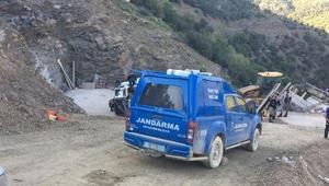 Freni boşalan beton mikseri devrildi: 2 işçi öldü