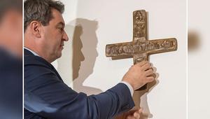Bavyera'da kamu kurumlarına haç asma zorunluluğu getirildi