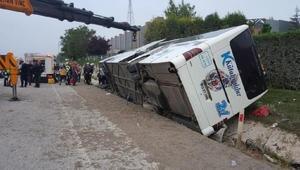 Kütahyada yolcu otobüsü devrildi: 2 ölü, 16 yaralı (2)