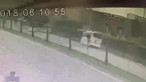 Yolcu otobüsünün devrilme anı kamerada