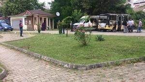 Park halindeki 2 minibüs yandı