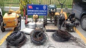Çalıntı tarım aletleri yüklü kamyonet şarampole yuvarlandı