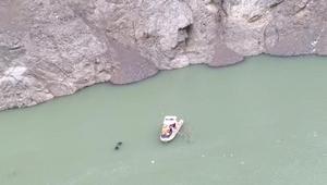 Çoruh Nehrine düşen otomobilde kaybolan kişi aranıyor