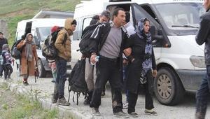 Başkalede Afganistan uyruklu 33 kaçak yakalandı