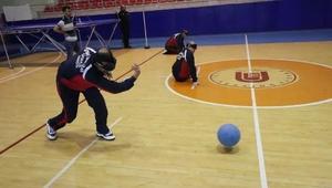 Üniversite öğrencileri goalball oyununda zor anlar yaşadı