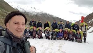 Karla kaplı Kaçkar Dağında mezuniyet töreni
