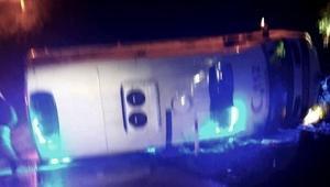 Çorumda ambulans devrildi: 6 yaralı
