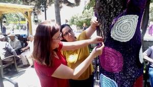 Bozüyükte ağaçlar bayramlıklarını giydi