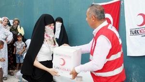 Türk Kızılayı Silopide 1000 aileye bayram yardımı