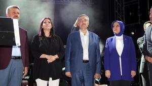 Bakan Sarıeroğlu, Elazığda Murat Dalkılıç konserini izledi
