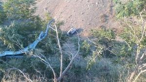 Elazığda hafif ticari araç 150 metrelik uçuruma yuvarlandı: 5 yaralı