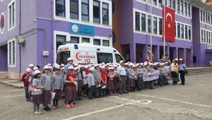Trabzon'da, 11 bin öğrenci 'Yaşama Yol Ver' dedi