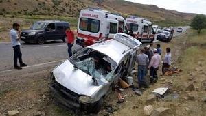 Siirtte hafif ticari araç takla attı: 1 ölü, 4 yaralı