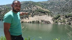 Baraj gölüne düşen kepçe, sudan 23 saatte çıkarıldı