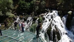 40 gözeli Tomara Şelalesi'ne ziyaretçi akını
