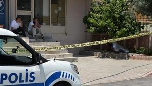 Tesisatçı 1inci kat balkonundan düşüp öldü; arkadaşları şaşırdı