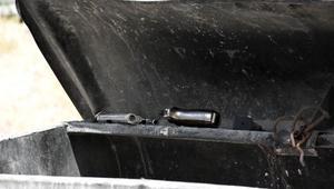 Çöp konteynerinde 4 parçaya ayrılmış tabanca buldu