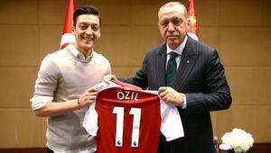 Mesut Özil'den ikinci açıklama: Alman medyası sınırı aştı