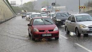 Meteoroloji uyarmıştı, İstanbulda beklenen yağış başladı