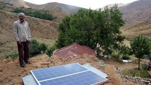 Köylerine elektrik gelmeyince, kendi elektriklerini ürettiler