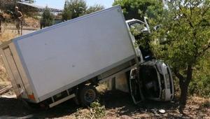 Kamyonet çarptığı otomobilin üzerinde kaldı: 4 yaralı