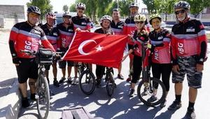 Mersinli kadın bisikletçi, Türk bayrağını Karaman'a taşıyacak