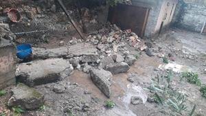 Bilecikte sel suları bahçe duvarını yıktı