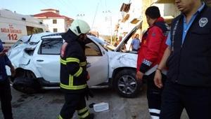 Öğrenci servisiyle otomobil çarpıştı: 1 yaralı