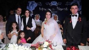 Bersuva aşireti liderinin kızı, dillere destan düğünle evlendi