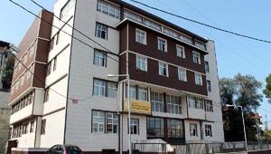 Lise müdürünün, okula kral dairesi yaptırdığını iddia etti
