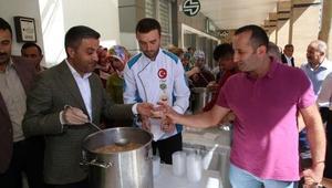 Çankırı Belediye Başkanı aşure ikram etti