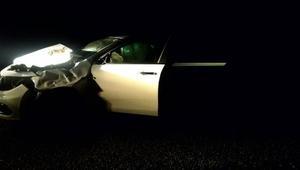 Otomobil aniden yola çıkan ineğe çarptı: 4 yaralı