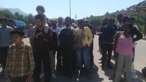 Foçada 173 kaçak göçmen ile 2 organizatör yakalandı