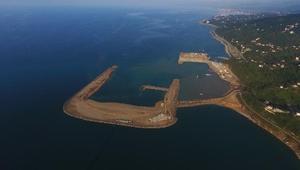 Rize-Artvin Havalimanında denize günde 80 bin ton taş dökülüyor